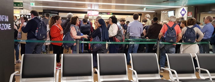 Gate B6 is one of cose manco a roma!.