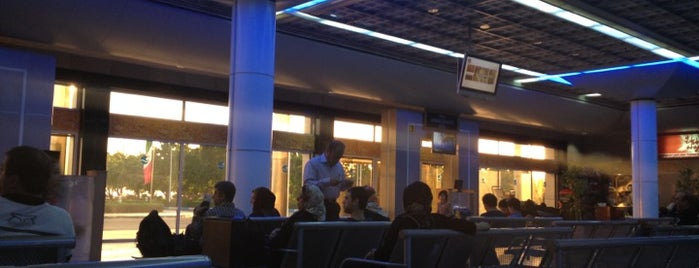Kish International Airport | فرودگاه بین المللی کیش is one of Transport Hubs ✈️🚄.