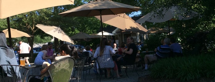 The Beer Garden at Roost In Fearrington Village is one of Posti salvati di Alex.