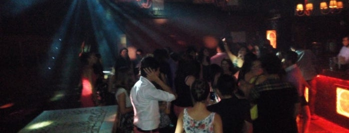 Jclub is one of Locais curtidos por Gil.