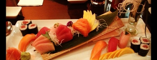 Nemo Sushi Bar & Asian Bistro is one of Elizabeth 님이 좋아한 장소.