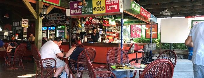 Green House Garden Bar is one of สถานที่ที่ Zeynep ถูกใจ.