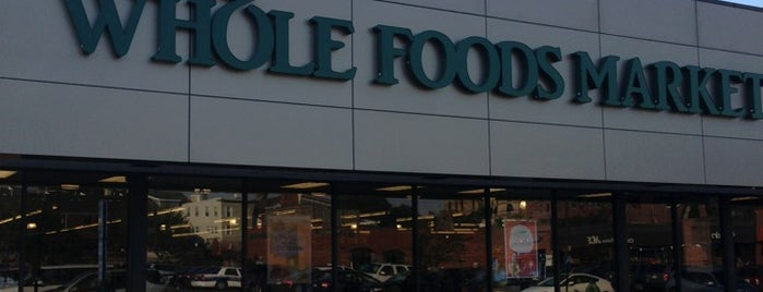 Whole Foods Market is one of Lugares favoritos de Fernando.