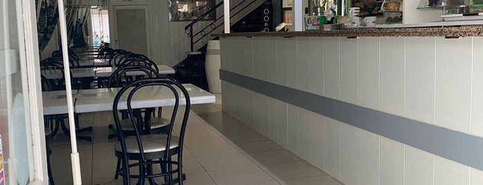 Café-Bar Honeydukes is one of Posti che sono piaciuti a Bob.