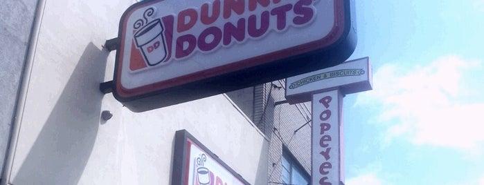 Dunkin' is one of Tempat yang Disukai Christopher.