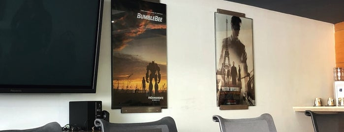 Paramount Pictures is one of Orte, die Lexy gefallen.
