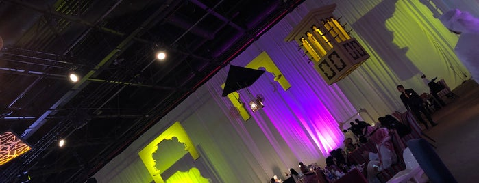 خيمة المجلس - مركز التجاري العالمي is one of Locais curtidos por Gustavo.