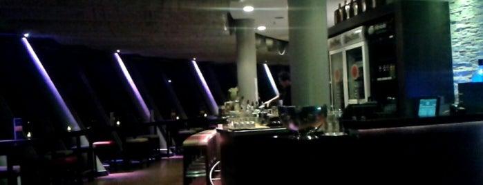 Bar & Lounge M 168 is one of Locais curtidos por Leonard.