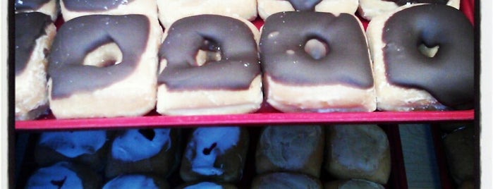 Square Donuts is one of Locais salvos de Paul.