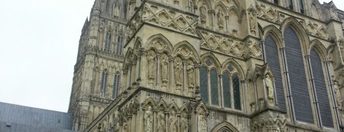 Salisbury Cathedral is one of Tempat yang Disukai Carl.