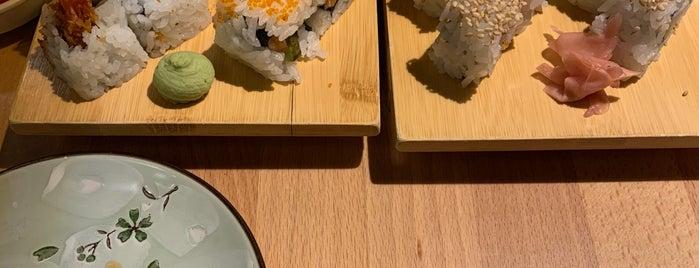 Huit Sushi - Restaurant Japonais is one of Lugares favoritos de Winda.