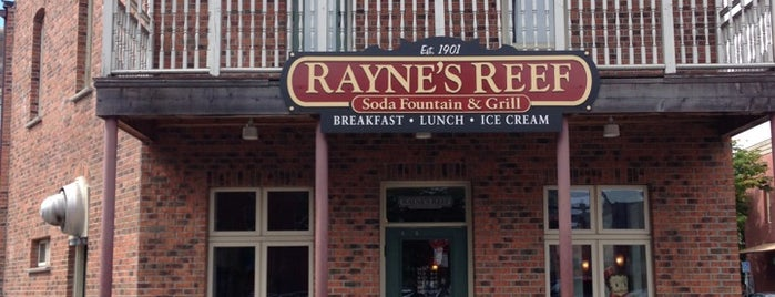 Rayne's Reef Soda Fountain & Grill is one of Posti salvati di Rachel.