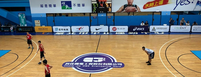 Taipei Jhong Jheng People Sports Center is one of Orte, die Simo gefallen.