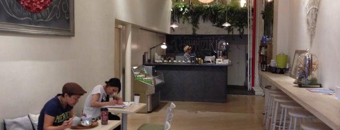 Hanamizuki Cafe is one of 🏢🏣🏬.