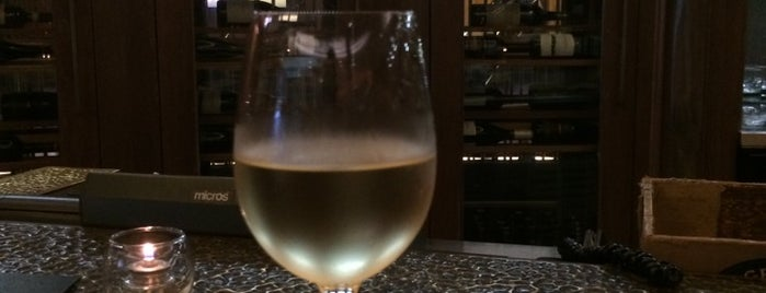 Eno Wine Bar is one of Chicago Service Industry Discounts.