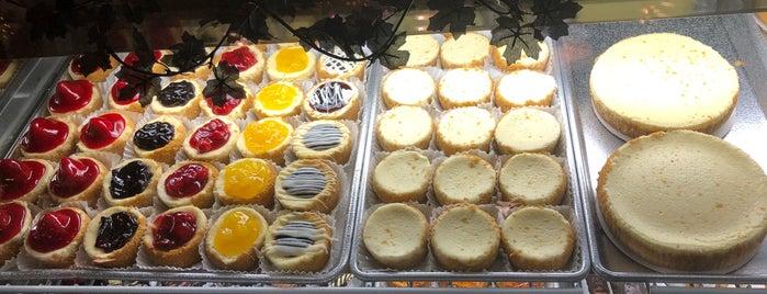 Eileen's Special Cheesecake is one of Tempat yang Disukai Veni_Vidi_Vici.