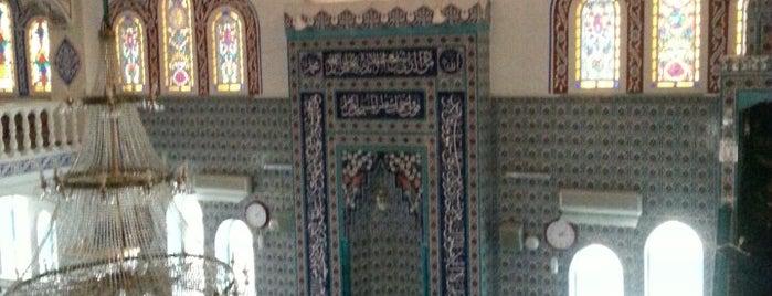 Varnalı Galip Bey Camii is one of Tempat yang Disukai Şenol.