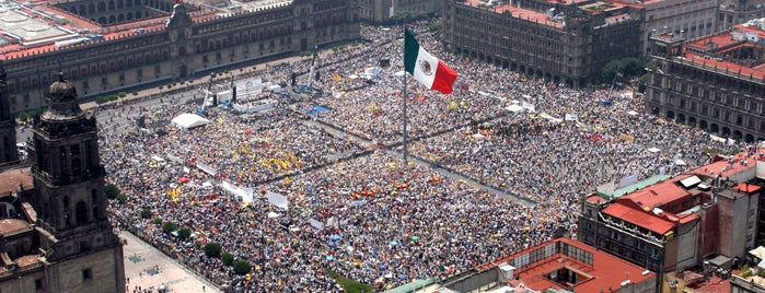 Plaza de la Constitución (Zócalo) is one of México​.