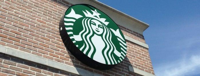 Starbucks is one of Locais curtidos por Aptraveler.