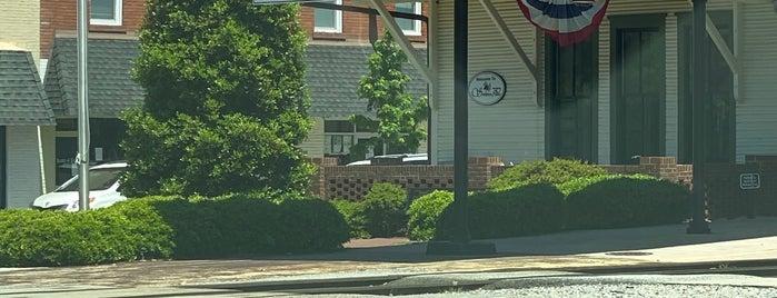 Southern Pines, NC is one of Locais salvos de North Carolina.