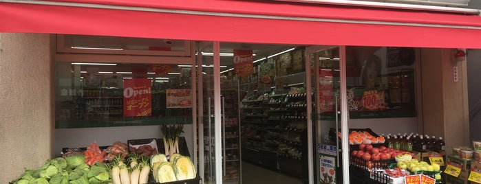 Lawson Store 100 is one of Tempat yang Disukai naos.