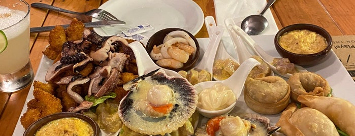 Puerto Castilla Restaurant is one of Mario'nun Beğendiği Mekanlar.