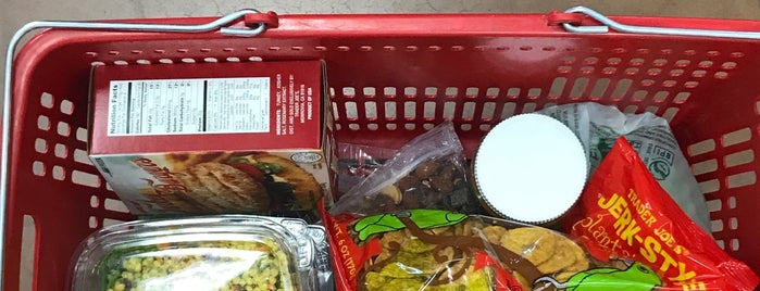 Trader Joe's is one of Danielleさんのお気に入りスポット.
