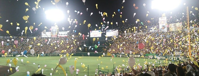 Hanshin Koshien Stadium is one of Lugares favoritos de Kosuke.