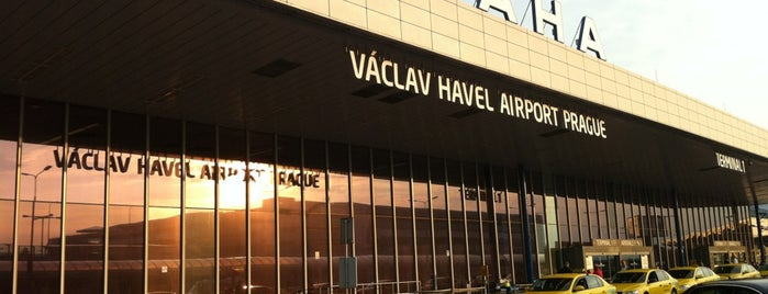 Aeropuerto de Praga Václav Havel (PRG) is one of Lugares favoritos de Денис.