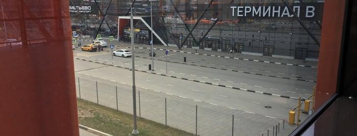 Межтерминальный переход. Станция «Шереметьево-1» Терминал B / Station SVO-1 Terminal B is one of สถานที่ที่ Jano ถูกใจ.