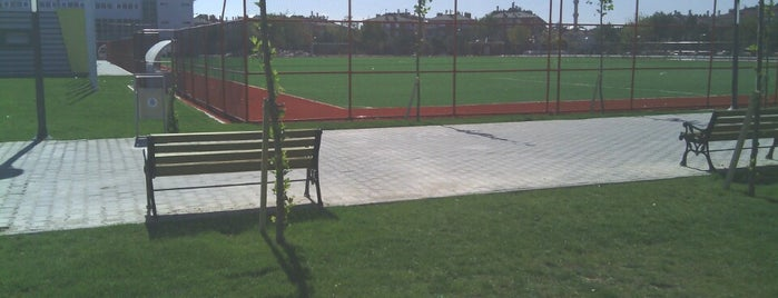 Dumlupınar Spor Tesisleri is one of Lugares favoritos de Şule.