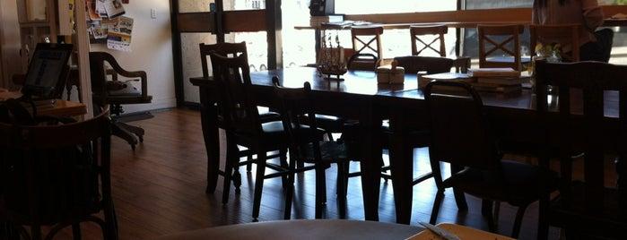 Moii Cafe is one of Lugares favoritos de Karen.