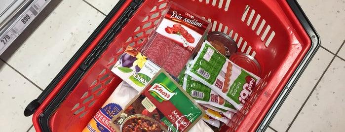 SPAR Supermarket is one of Orte, die Adam gefallen.