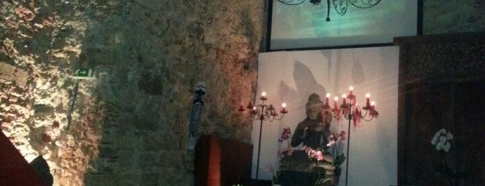 Takumi Sushi Lounge is one of Tempat yang Disukai Filipe.