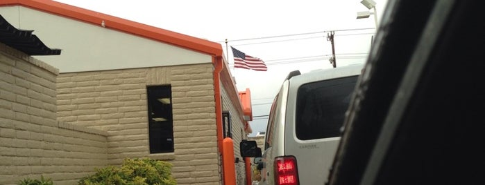 Whataburger is one of Tempat yang Disukai Emilio.