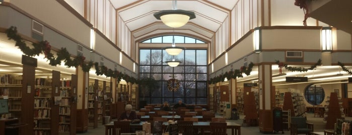 Glen Ellyn Public Library is one of Tempat yang Disukai Mark.