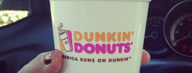 Dunkin' is one of Locais curtidos por Raul.