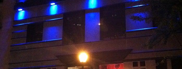 Restaurant Row is one of Locais curtidos por John.