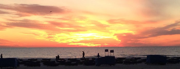 TradeWinds Beach is one of Date Spots.