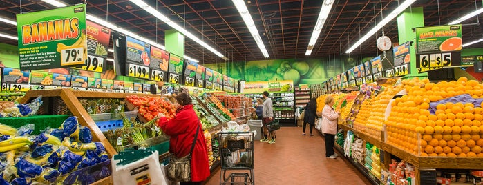 Fairway Market is one of The Murray Hill List by Urban Compass.