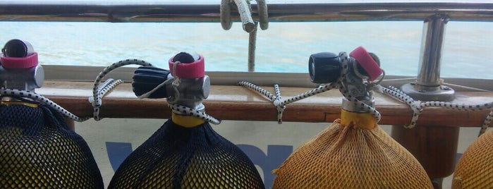 Neptune Reef is one of Tempat yang Disukai Hasan.