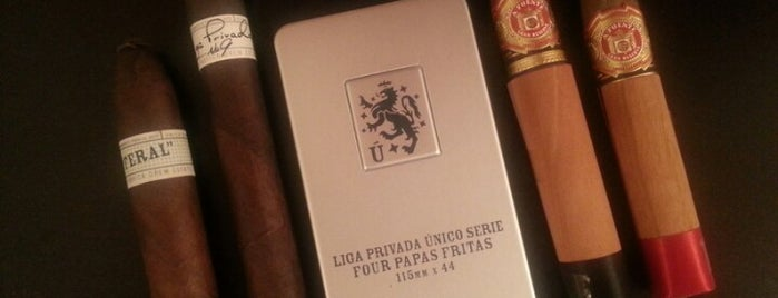 En Fuego Tobacco Shop is one of Lieux qui ont plu à Matt.