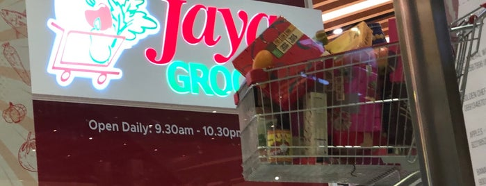 Jaya Grocer is one of Andreさんのお気に入りスポット.