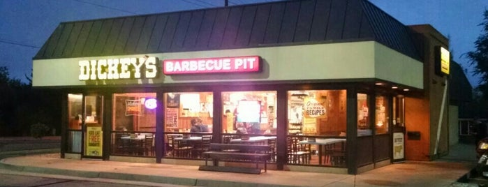 Dickey's Barbrcue Pit is one of Orte, die Hiroshi ♛ gefallen.