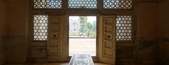 Tomb of Akbar the Great is one of Lieux qui ont plu à Евгений.