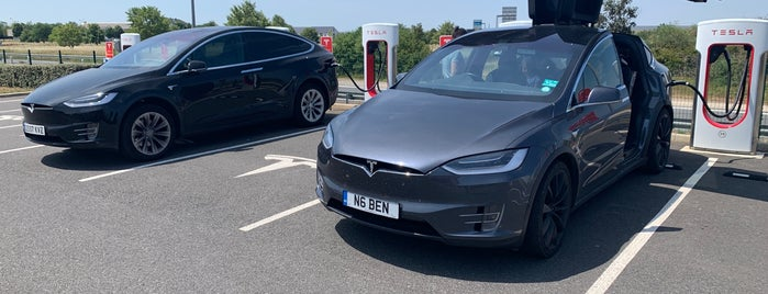 Tesla Supercharger Bourges is one of Superchargeurs Tesla en France.