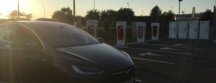 Tesla Supercharger Caen is one of Superchargeurs Tesla en France.