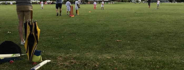 North Shore Cricket Club is one of Lugares favoritos de Ben.
