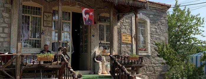 Barbaros Koyu Emek Kultur ve Sanat Evi is one of Lieux qui ont plu à Özlem.