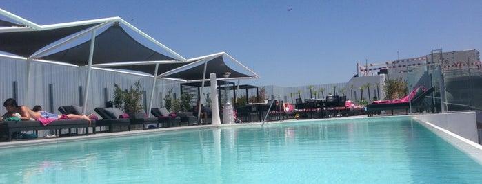 Pool - EPIC SANA Lisboa is one of Tempat yang Disukai MENU.